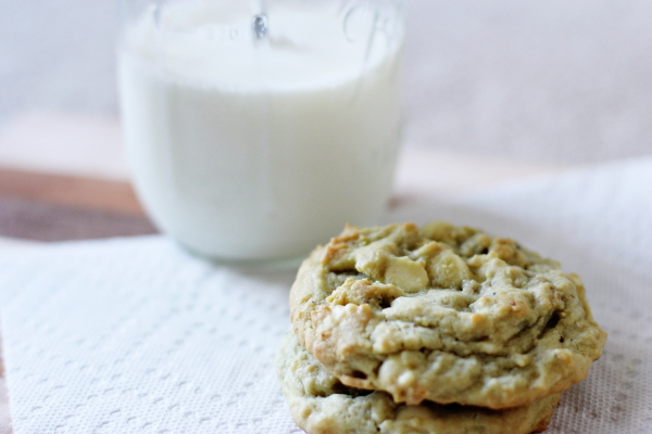 Pistachio White Chocolate Chip Cookies - Cookie Monster Cooking