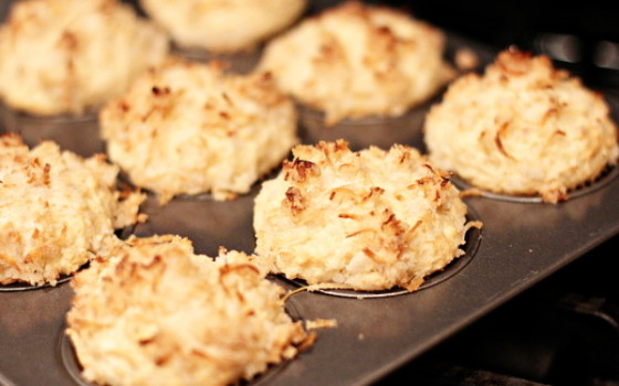 Coconut muffins with streusel topping