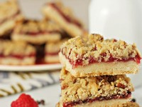 Raspberry and chocolate crumble bars