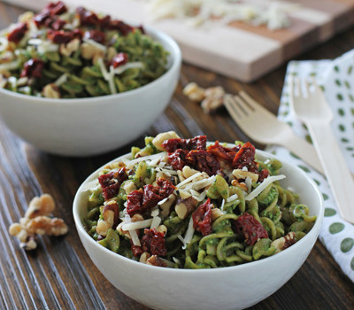 Spinach Pesto Pasta with Sun-Dried Tomatoes and Walnuts | Cookie Monster Cooking