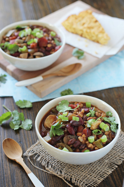 Crockpot Vegetarian Chili with Farro | Cookie Monster Cooking