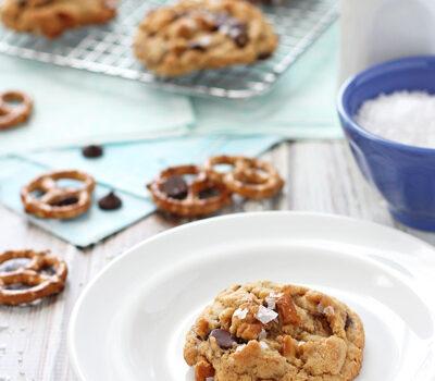 Peanut Butter Chocolate Chip Pretzel Cookies | cookiemonstercooking.com