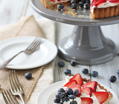 Berry Chocolate Chip Mascarpone Tart | cookiemonstercooking.com