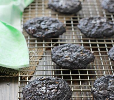 Coconut Oil Dark Chocolate Zucchini Cookies | cookiemonstercooking.com