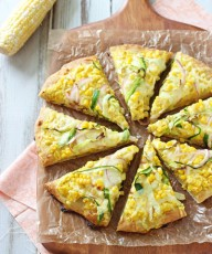 Fresh Corn and Zucchini Pizza with Gouda | cookiemonstercooking.com