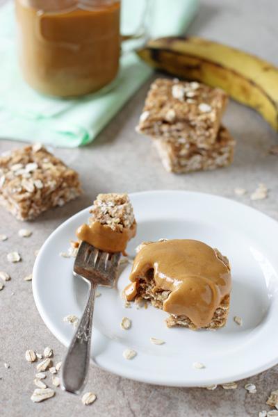 Healthy Spiced Banana Bread Oatmeal Bars   cookiemonstercooking.com