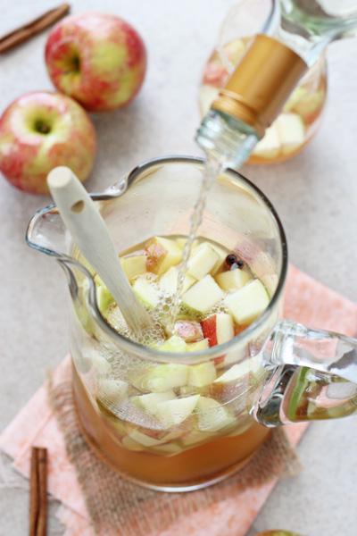 Honey Cinnamon Apple Cider Sangria | cookiemonstercooking.com