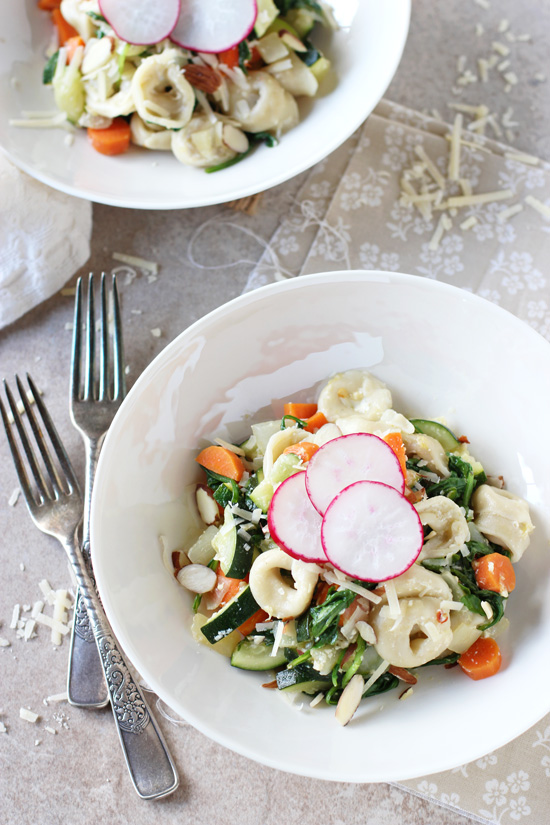 Recipe for 25-minute veggie-filled tortellini skillet! Simple, no fuss and incredibly light! Perfect for warmer weather!
