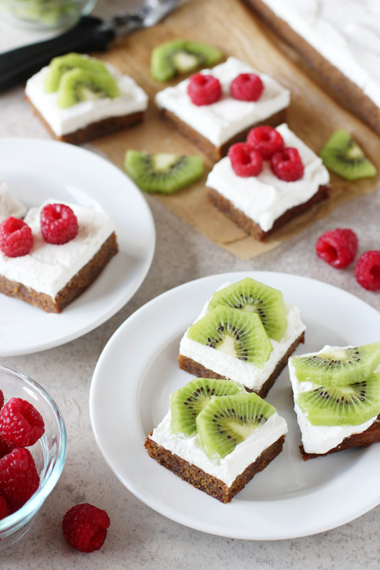 Recipe for fruit pizza almond meal blondies. Gluten-free chewy blondies topped with fresh whipped cream and fruit!