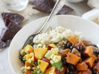 Recipe for sweet & spicy chipotle sweet potato burrito bowls with a fresh peach salsa! With cilantro lime rice and black beans!