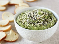 Recipe for everything spinach chickpea dip. Quick, healthy and full of flavor! Filled with fresh spinach, chickpeas and finished with a classic everything topping!