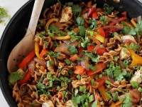 Recipe for skillet chicken fajita whole wheat pasta. Everything cooks in just one skillet! Even the pasta! Healthy and packed with veggies!