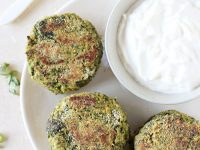 Fresh, simple and packed with flavor, these spinach chickpea falafel are hard to resist! Serve with lemon greek yogurt sauce for a perfect pairing!