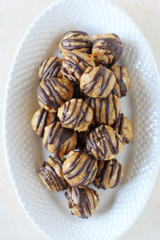 Crazy easy peanut butter pretzel honey balls! Sweet, salty and made with just six simple ingredients! Including a dark chocolate drizzle!