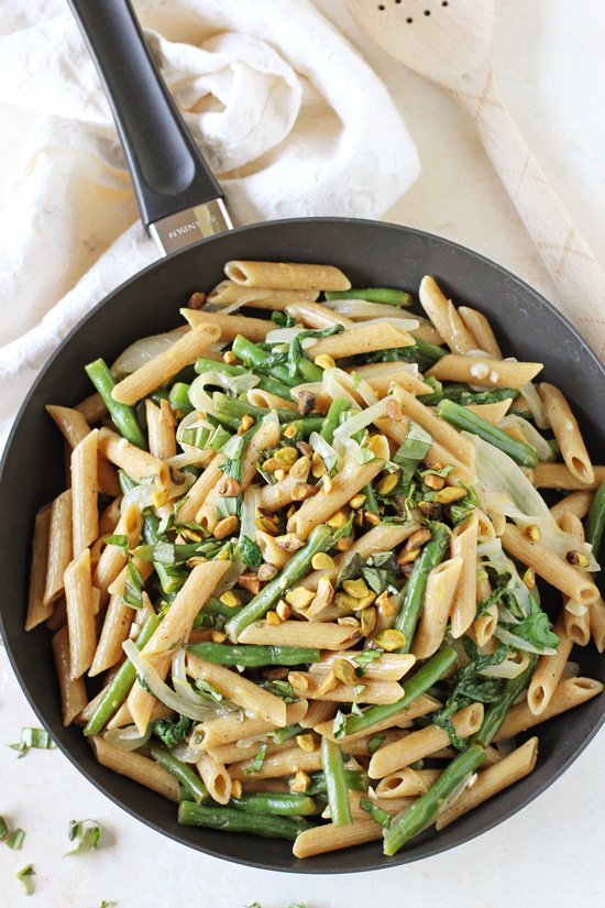 Healthy and easy, one-pot lemon garlic pasta skillet! Filled with green beans and whole wheat pasta! Fast, fresh & light!