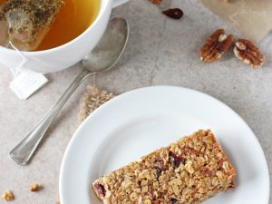 Homemade thick & chewy cranberry orange granola bars! Easy, sturdy and freezer-friendly, they are a perfect grab & go snack or breakfast!