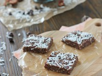 "Healthier ""Brownie"" Snack Bars (No Bake) 