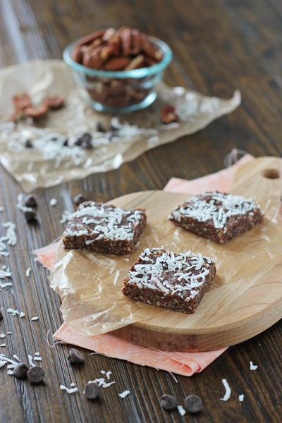 These no bake healthier brownie snack bars are perfect for when you want a little something sweet! Made with dates, raw nuts, coconut and chocolate chips!