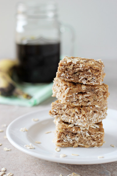 Healthy Spiced Banana Bread Oatmeal Bars | cookiemonstercooking.com