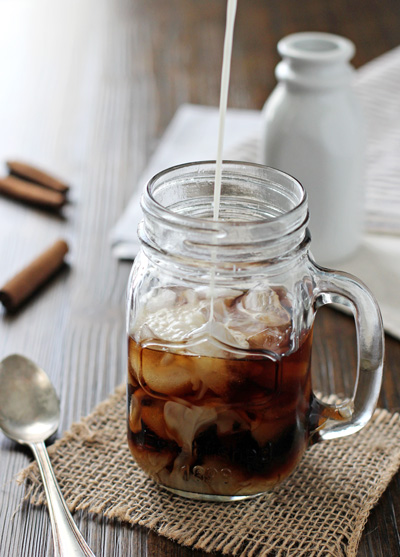 Honey Cinnamon Iced Latte | cookiemonstercooking.com