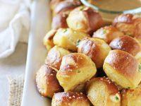 Jalapeno Cheddar Soft Pretzel Bites | cookiemonstercooking.com