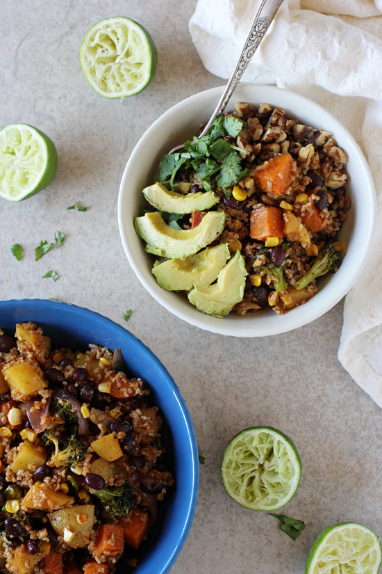 Recipe for healthy mexican nourish bowls. Ready in 45 minutes and packed with roasted veggies, whole grains, black beans and plenty of toppings!