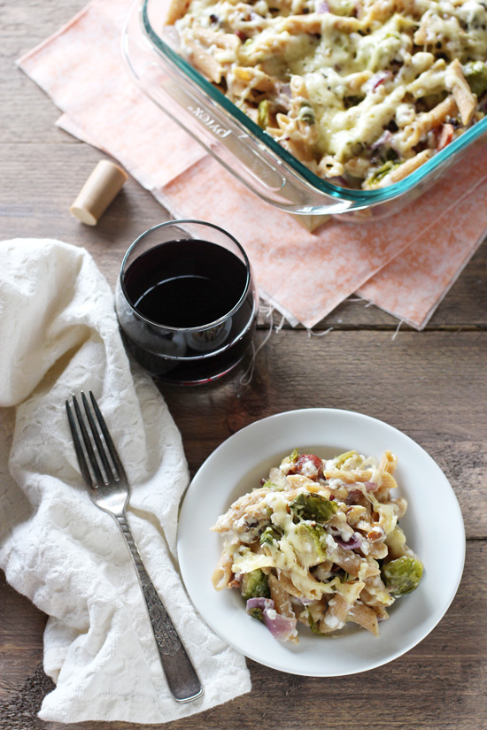 Recipe for brussels sprout and bacon baked pasta. With roasted brussels sprouts, crispy bacon and a creamy sauce made from greek yogurt!