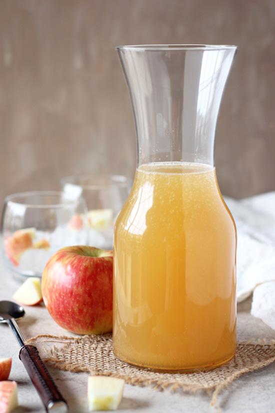 Recipe for ginger apple spritzer. A simple, non-alcoholic fall drink perfect for entertaining! With apple cider, ginger beer and chopped apples!