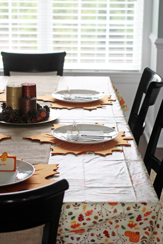 A series on how to host a stress-free thanksgiving dinner. Part four covers creating a day-of timeline and other last minute tips for the holiday!