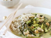 Easy and crazy flavorful vegetarian thai green curry with broccoli and asparagus! This 35-minute recipe is filled with coconut milk, fresh ginger and even chickpeas!