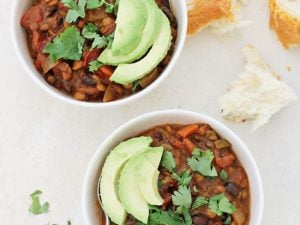 Hearty and healthy, vegetarian pumpkin lentil chili! Filled with warm spices, lentils, beans and veggies! Freezer-friendly and wonderfully cozy!