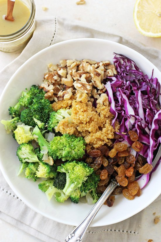 A colorful, healthy and oh so crunchy broccoli quinoa salad! With a creamy dressing and juicy golden raisins, this make-ahead dish is sure to please!