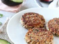 Crispy on the outside & soft on the inside, these fresh herb & roasted garlic quinoa burgers make for a fantastic meal! Packed with so much flavor!