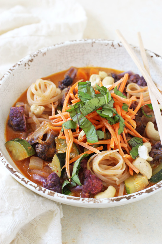 These rainbow vegetable curry noodle bowls are a family favorite! With a flavorful broth, plenty of veggies and brown rice noodles!