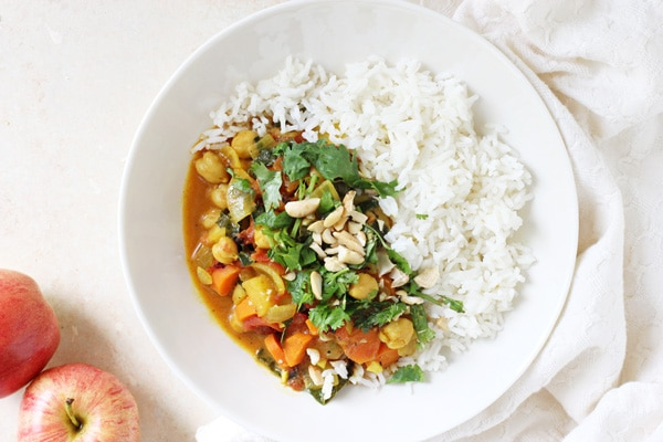 Curry with Apples, Kale, Chickpeas and Cashews