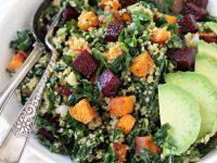 Kale and quinoa rainbow salad! This vibrant & healthy salad is packed with roasted veggies, almond quinoa pilaf and massaged kale! With a creamy lemon dressing!