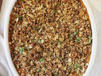 This savory sweet potato casserole is perfect for the holidays! Healthy & delicious! With a creamy potato base and a crispy oat & nut topping!