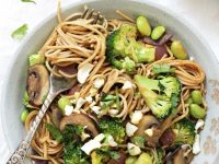 This easy spicy soba noodle vegetable stir-fry is a perfect weeknight dinner! 35 minutes, packed with veggies and an easy homemade sauce! Vegan & gluten free!