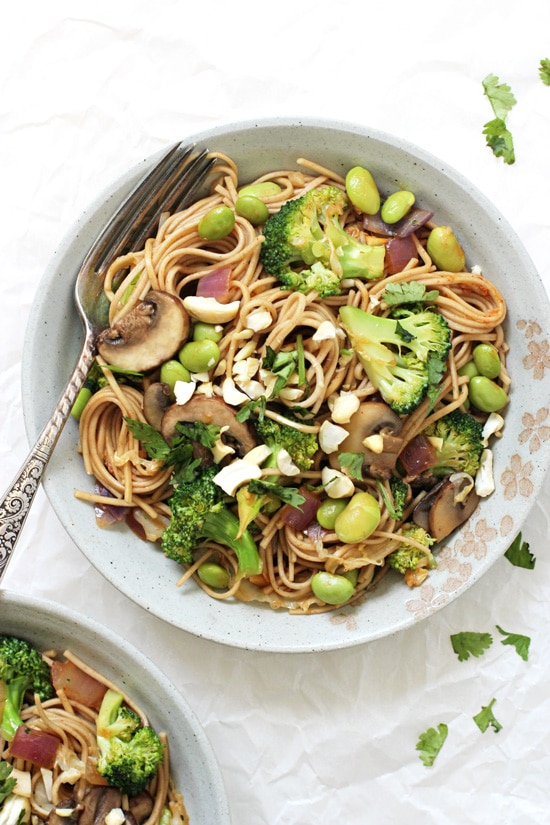 Just 35 minutes to this simple, healthy and oh-so-tasty spicy soba noodle vegetable stir-fry! Packed with broccoli, mushrooms, edamame and a spicy homemade sauce!