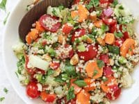 Filled with oodles of fresh veggies, protein packed quinoa and a delicious lemon vinaigrette, this crunchy summer veggie quinoa salad is perfect for warm weather! Healthy, easy and delicious!