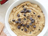 Just 10 minutes and a few simple pantry staples to this peanut butter cookie dough dessert hummus! This healthier dessert is easy to make and completely addicting! Vegan & gluten free!