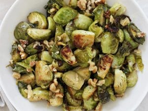 Crazy flavorful maple mustard roasted brussels sprouts! With pure maple syrup, dijon mustard and crunchy walnuts, these sprouts are roasted to caramelized, crispy perfection! Perfect for a regular dinner, thanksgiving or christmas! Vegan and GF.